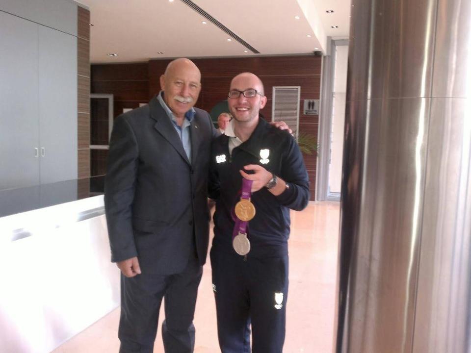 Il Presidente Alagna con Niccolò Campriani, Medaglia d'Oro alle Olimpiadi 2012 di Londra